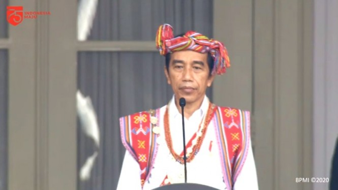 Presiden Joko Widodo mengenakan pakaian adat khas NTT