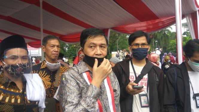 Ahmad Yani (tengah) Ketua Komite Eksekutif KAMI