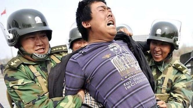 Tindakan represif militer China terhadap etnis Muslim Uighur