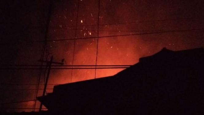 Kebakaran di pemukiman padat penduduk di Kartini, Sawah Besar, Jakpus.