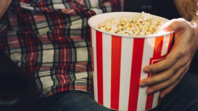 Ilustrasi bioskop/popcorn/menonton film.