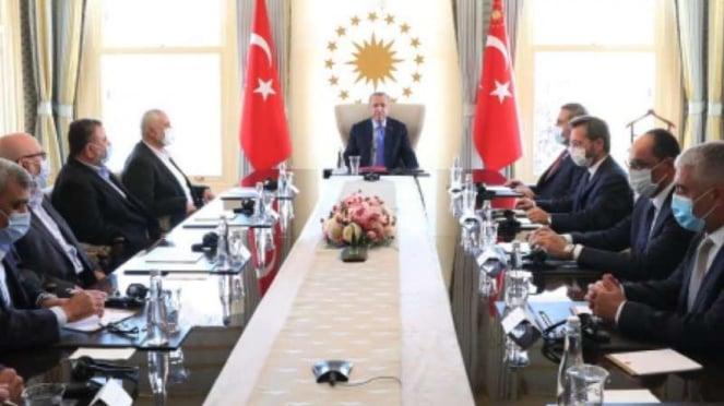 VIVA Militer: Presiden Turki, Recep Tayyip Erdogan, menjamu delegasi Hamas