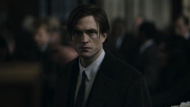 Robert Pattinson sebagai Bruce Wayne di The Batman.