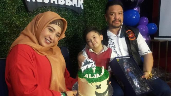 Cucu Elvy Sukaesih, Aljabbar bersama bunda dan ayahnya, neng Wirdha-Zecky Alatas