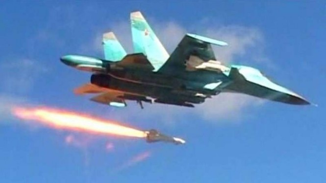 VIVA Militer : Jet Tempur Rusia melepaskan rudal