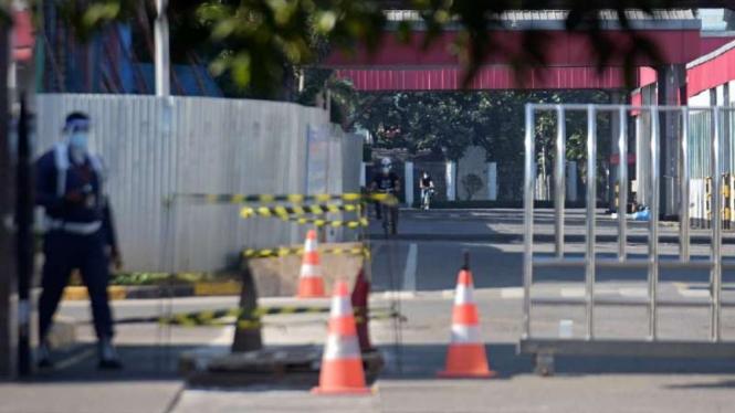 Kompleks pabrik PT LG Elektronics Indonesia di Kabupaten Bekasi, Jawa Barat, yang ditutup akibat ratusan karyawan di sana terkonfirmasi positif terinfeksi COVID-19.