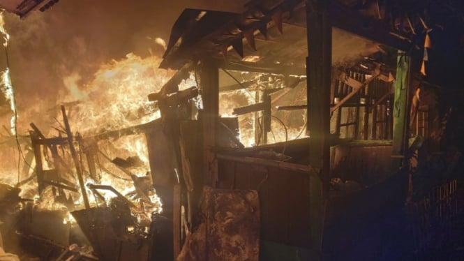ilustrasi rumah ludes terbakar di Kota Bekasi, Jawa Barat, Jumat dini hari, 28 Agustus 2020.