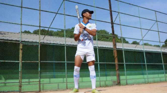 Pemain Persib Bandung bermain Softball
