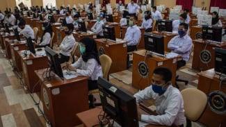 Peserta mengikuti Seleksi Kompetensi Bidang (SKB) berbasis Computer Assisted Test (CAT) untuk CPNS Kemenkumham dan Kementerian Agraria Tata Ruang/Badan Pertanahan Nasional (ATR/BPN), di Kantor BKN Regional VII Palembang Selasa (1/9/2020).