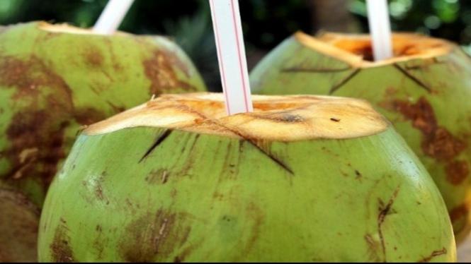 Manfaat air kelapa.