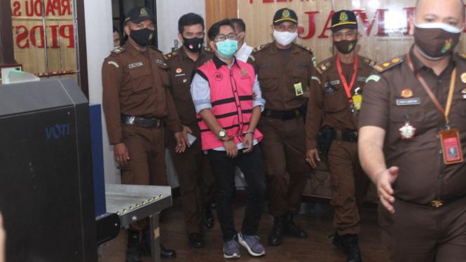 Politisi Andi Irfan Jaya jadi tahanan kejaksaan.