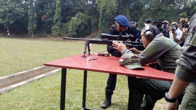 Menkumham Yasonna Laoly beraksi jadi sniper