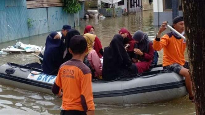 Proses evakuasi warga terdampak banjir di Kalimantan Selatan