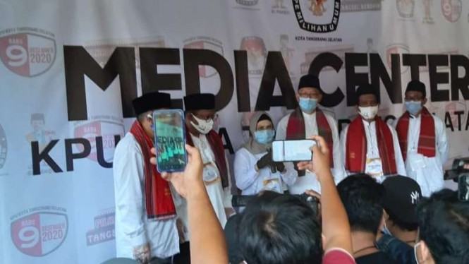 Siti Nur Azizah-Ruhamanben mendatangi kantor KPU Kota Tangerang