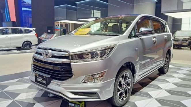 Ilustrasi mobil Toyota Kijang Innova