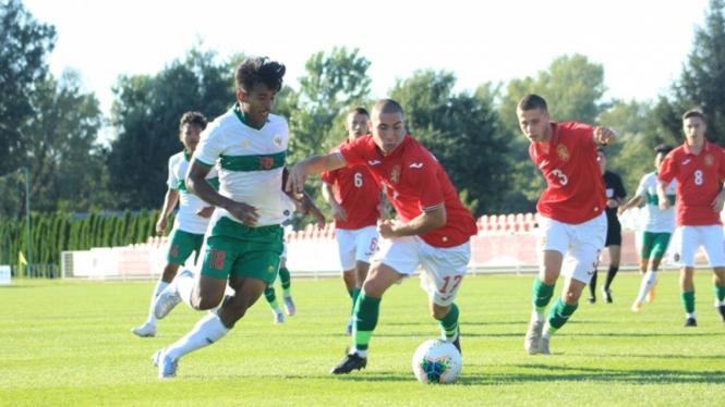 Irfan Jauhari di pertandingan Timnas Indonesia U-19 vs Bulgaria