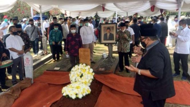 Pemakaman mantan Mendiknas Abdul Malik Fadjar di TMP Kalibata