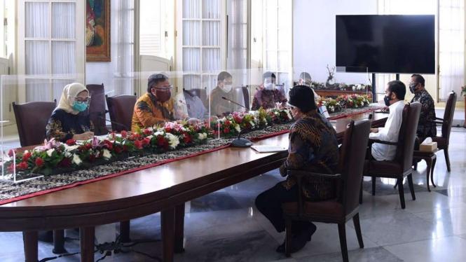Presiden Joko Widodo Saat Menerima Tim Vaksin Merah Putih di Istana Bogor tahun lalu.