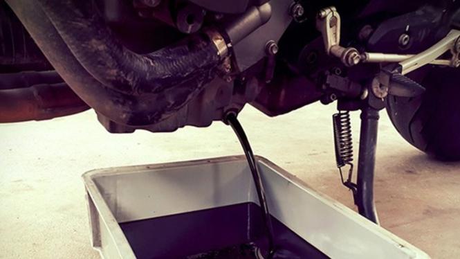 Ilustrasi ganti oli motor