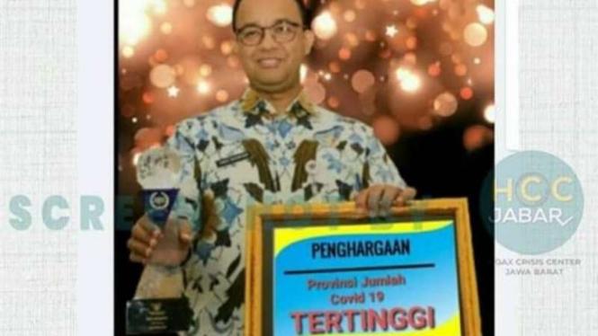 Tangkapan layar (screen shot) akun Facebook yang mengunggah foto hasil manipulasi yang memperlihatkan Gubernur DKI Jakarta Anies Baswedan memegang trofi dan piagam penghargaan.