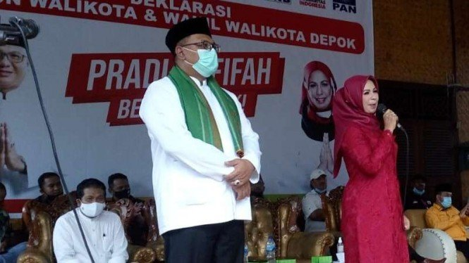 Calon Wakil Wali Kota Depok, Afifah Alia (baju merah)