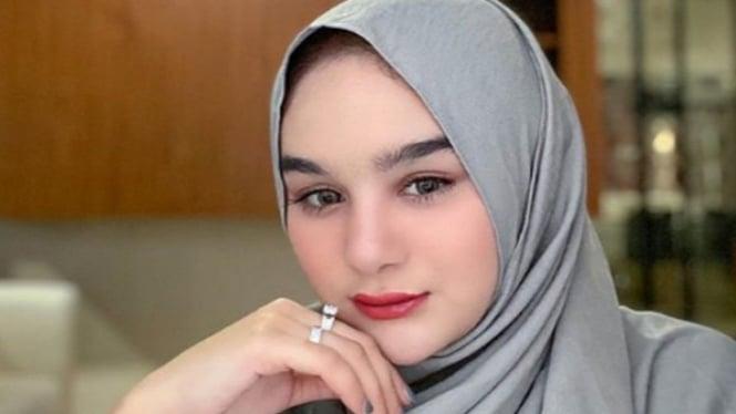 Hana Hanifah berjilbab (Instagram/HanaHanifah)