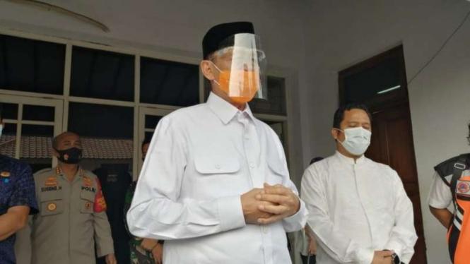 Gubernur Banten, Wahidin Halim saat membahas PSBB Tangerang