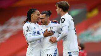 Para pemain Leeds United merayakan gol Jack Harrison