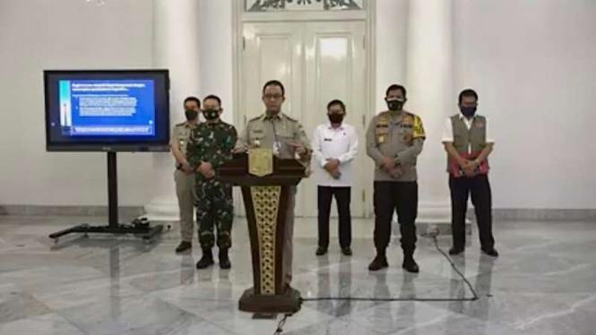 Gubernur Anies Baswedan umumkan PSBB lebih ketat di Jakarta