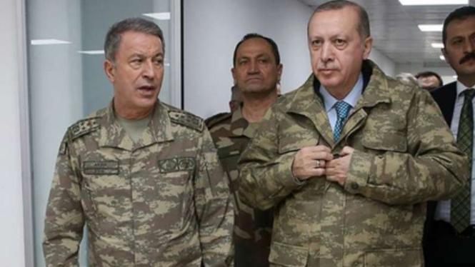 VIVA Militer: Jenderal Hulusi Akar dan Erdogan.