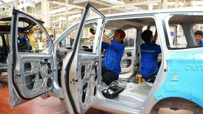 Pabrik perakitan Mobil Baru.