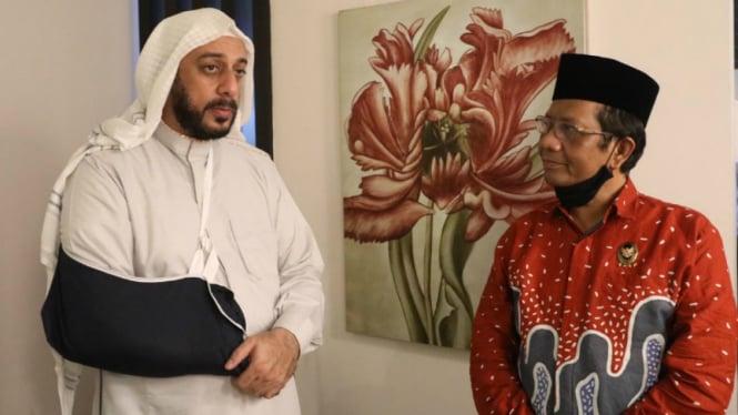 Syekh Ali Jaber (kiri) dan Mahfud MD