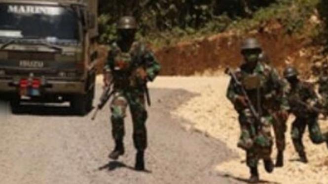 VIVA Militer: Konvoi pasukan Brigif 2 Marinir TNI