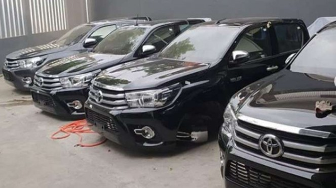 Bodi mobil pikap kabin ganda Toyota Hilux