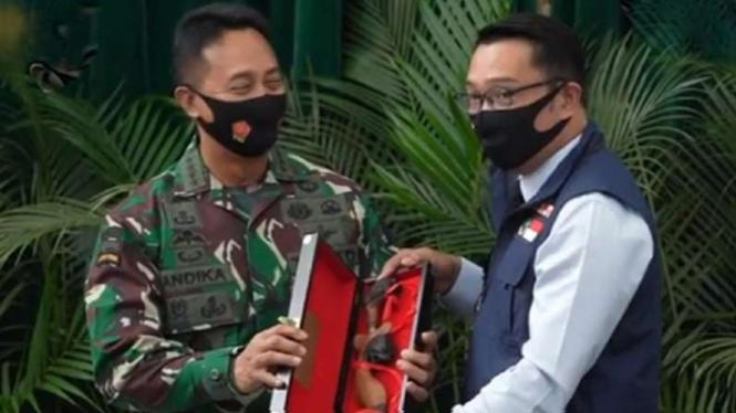 VIVA Militer: Gubernur Ridwan Kamil dan Jenderal TNI Andika Perkasa.