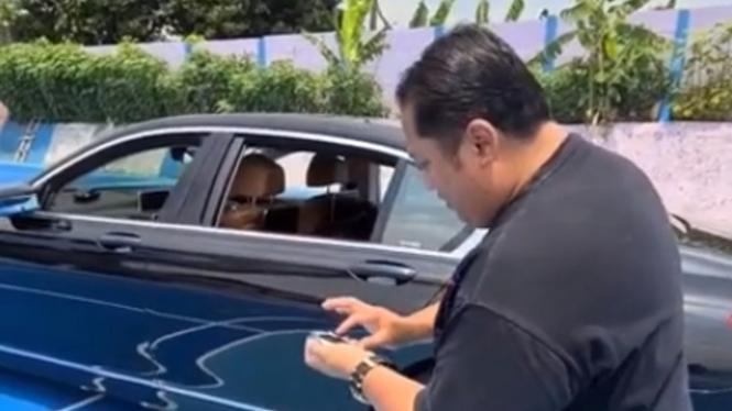 Mobil mewah BMW dikendalikan melalui remote