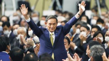 https://thumb.viva.co.id/media/frontend/thumbs3/2020/09/16/5f61afbbd464f-yoshihide-suga-terpilih-menjadi-perdana-menteri-jepang-yang-baru-menggantikan-shinzo-abe_375_211.jpg