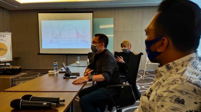 Eep Saefulloh Fatah saat rapat dengan Tim Munafri Ariefuddin