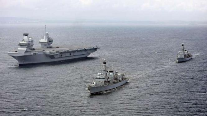VIVA Militer : Kapal Fregat Rusia pantau USS Roosevelt di Laut Hitam