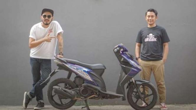 Alitt Susanto dan Atenk 'Katros Garage' memodifikasi Honda BeAT jadi EV