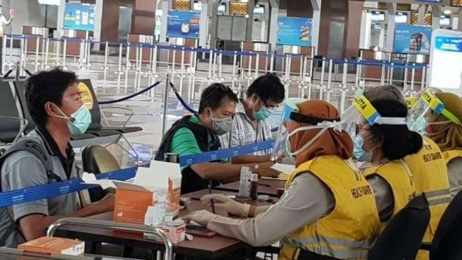 Rapid test di Bandara Soetta.