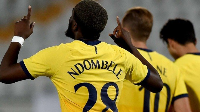 Pemain Tottenham Hotspur, Tanguy Ndombele merayakan gol