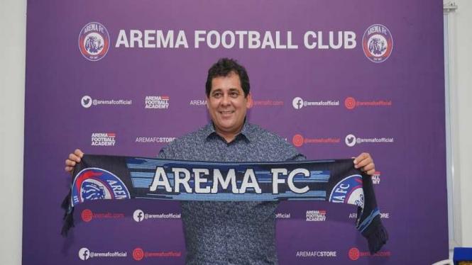 Pelatih Arema FC, Carlos Carvalho de Oliveira