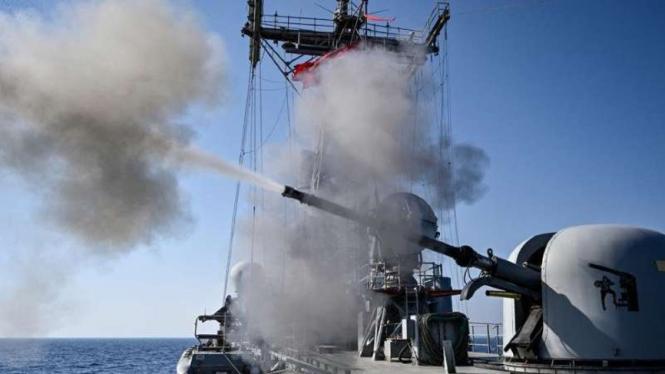 VIVA Militer: Kapal perang Turki umbar tembakan.