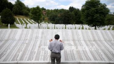 https://thumb.viva.co.id/media/frontend/thumbs3/2020/09/18/5f6495bf7d266-9-warga-serbia-ditangkap-atas-dugaan-pembunuhan-muslim_375_211.jpg