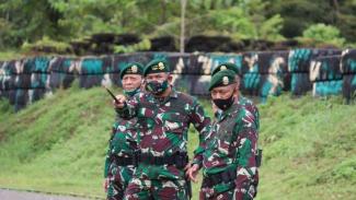 VIVA Militer: Pangkostrad Letjen TNI Eko Margiyono Kunjungi Markas Yonif 754