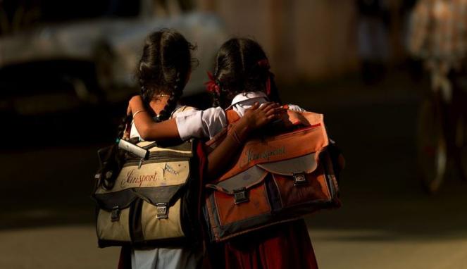 https://thumb.viva.co.id/media/frontend/thumbs3/2020/09/19/5f656e0d3d9bc-pandemi-covid-19-di-india-memicu-lonjakan-pernikahan-anak-dan-pekerja-anak_663_382.jpg
