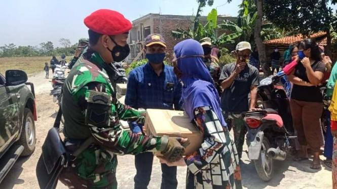 VIVA Militer : Kopassus gelar Bakti Sosial Peduli COVID-19