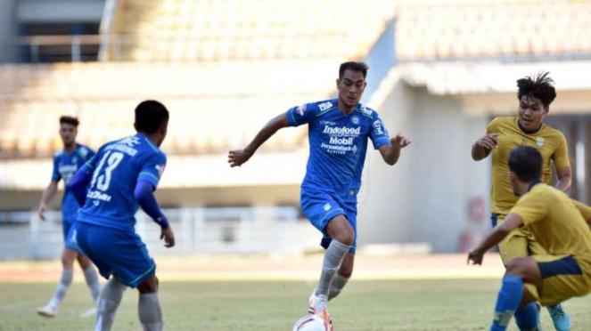 Persib Bandung vs Bandung United.
