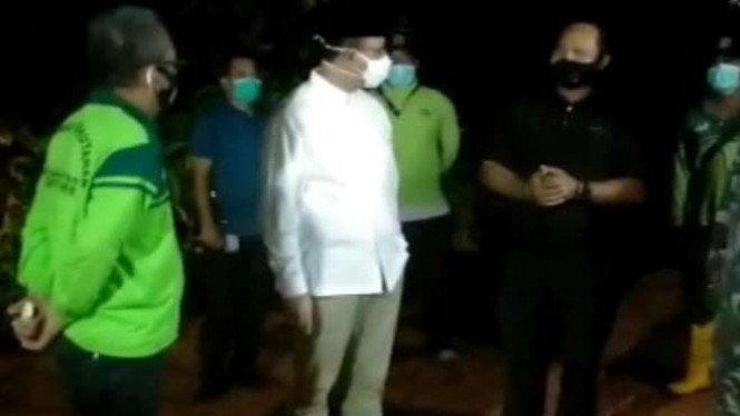 Gubernur DKI Jakarta, Anies Baswedan, mengunjungi TPU Pondok Rangon.